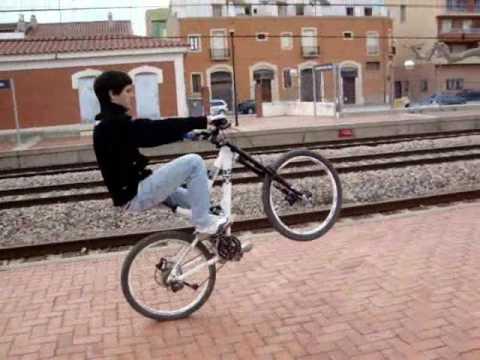caballito con bici bike wheelie