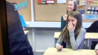 Justin Bieber surprises a classroom (senkveld)