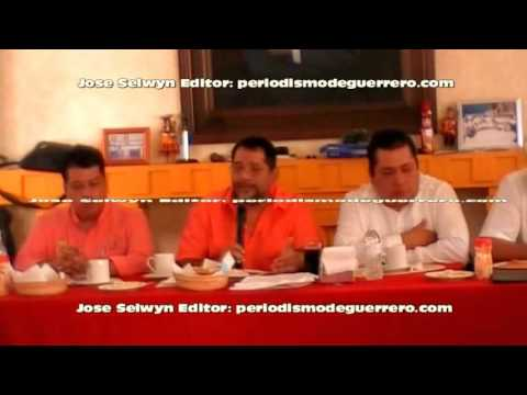ROBESPIERRE ROBLES HURTADO 3HOR ENTREGA DE CONSTANCIAS DE CAPACITACION EN BARRA DE ABOGADOS PLATICA