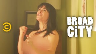 Broad City - Abbi on the Edge of Glory