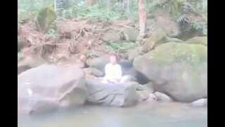 TAMIL- SEE THE AURA (OLI VATTAM) OF SRI PRASANNA GURUJI, WHILE MEDITATING AT MALAYSIAN FOREST..