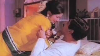 Shakti Kapoor sells Aruna Irani for Rs 2000 - Sargam Action Scene