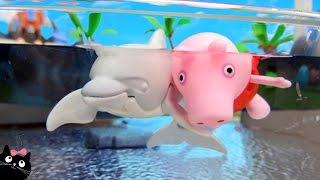Peppa Pig Nada con los Delfines en la Piscina del Acuario de Playmobil - Juguetes Playmobil