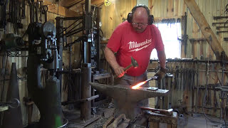 Forging a simple holdfast for wood working, black bear forge