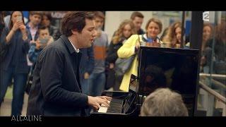 Vianney chante Pas Là, live surprise à la Gare de Lyon !