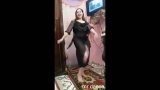 رقص منزلي بقميص النوم الاسود