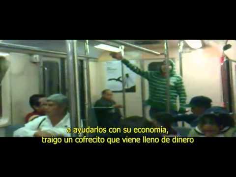 Ambulante SE VUELVE LOCO en el metro de la ciudad de México.