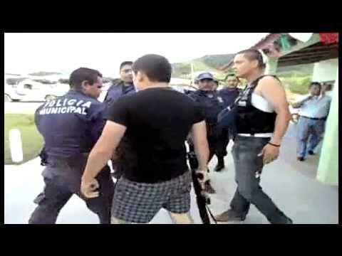 ATAQUE DE FEDERALES VS MUNICIPALES BALAZOS Y BRONCA QUE VERGUENZA