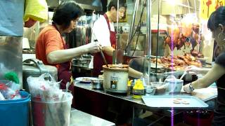 Eating in Singapore Locally (Hawker Center Scenes in Singapore)