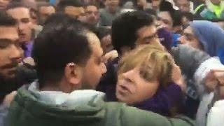 التحرير | الأعتداء بالضرب علي «لميس الحديدي» وطردها من الكاتدرائية