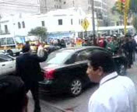 Asalta a mano armada en Miraflores 10 06 2008