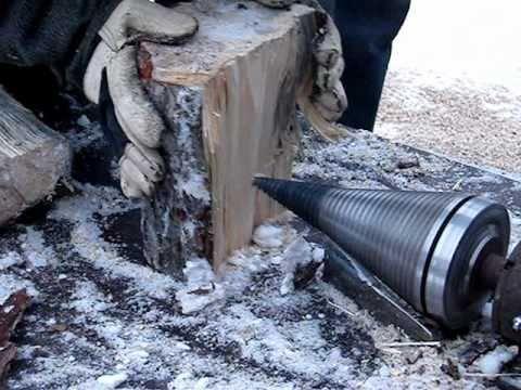 Łuparka do drewna mechaniczna świder.
