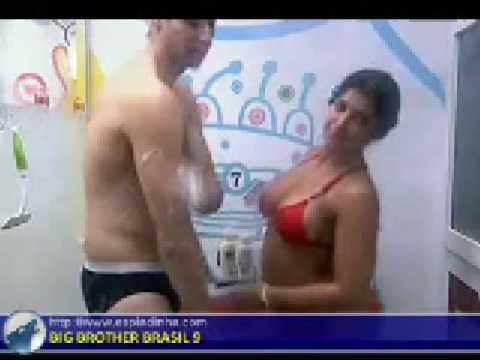 BBB 9 24 01 Priscila e Emanuel banham juntos