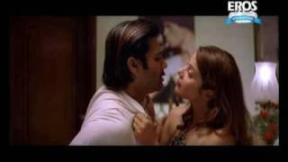 Girl forces to kiss Sunil Shetty | Mr. White Mr. Black