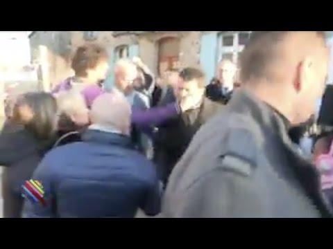 Manuel Valls giflé par un ado