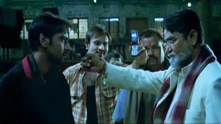 Kareena father threatens Ajay Devgn | Omkara
