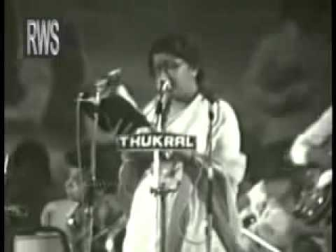 Aye mere watan ke logo: By Lata Mangeshkar - Desh Bhakti Geet [Republic Day Special] With Lyrics