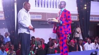 TEACHER MPAMIRE TOKA UGANDA ANYOOSHA MBAVU ZA WATU