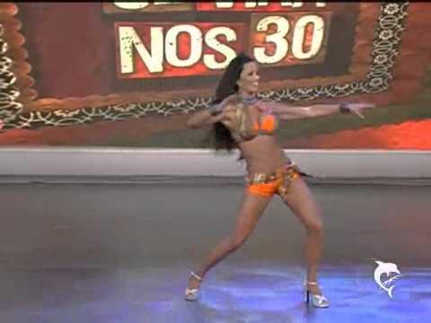 Bailarinas dão show no palco do Domingão