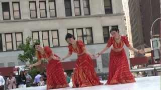 Aaja nachle, Indian Dance Group Mayuri
