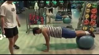 Plancha frontal con Fitball