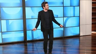 Jake Gyllenhaal Shows Off His Physique