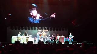 Foo Fighters featuring RICK ASTLEY - Never Gonna Give You Up