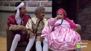 """#مسرح_مصر   بطريقة مضحكة .. """"ويزو"""" تحرك الكنبة بـ """"على الربيع"""" و""""اس اس"""" !"""