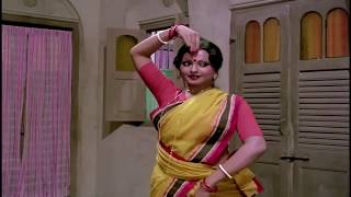 Rekha hot dance # Do Anjaane movie