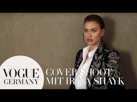 Cover Shoot mit Irina Shayk – Zeitreise der Mode im Video | VOGUE Behind the Scenes