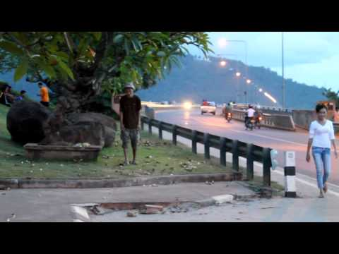 Laos Pakse: crazy guy on the sidewalk
