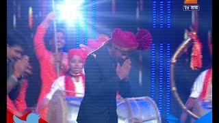 Entry Of Sharukh Khan On Sets Of Chala Hawa Yeu Dya 7th April 2016