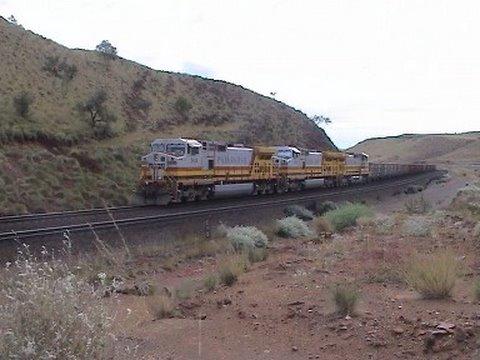 Australian trains : Huge trains, big power, smoking brakes