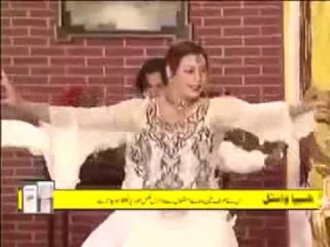 Hot mujra show by mallu aunti