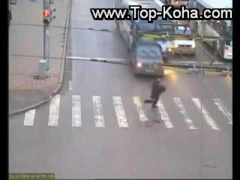 Njeriu me me Fate ne Bote i Shpeton aksidentit per nje centimeter Kembsori duke kaluar rrugen