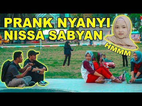 Ngakak! Prank Nyanyi Lagu Nissa Sabyan Hmmm -  Prank Palopo   Indonesia Prank