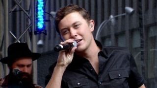 Scotty McCreery performs 'Feelin' It'