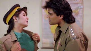 Divya Bharti, Sunil Shetty - Romantic Scene 13/24