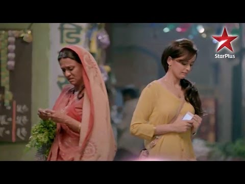 Mere Angne Mein: Will Shaantidevi accept Riya in her house?