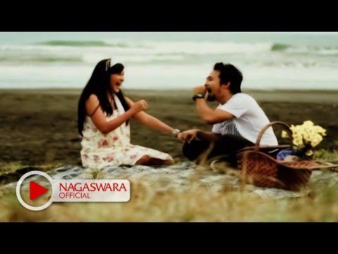 Hello Feat Mega - Pilihan Hati (Official Music Video NAGASWARA) #music