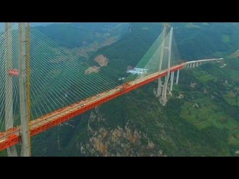 Chine : assemblage du pont suspendu le plus haut du monde