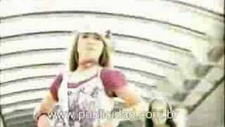 Escala cria campanha para sandália Hello Kitty da Grendene
