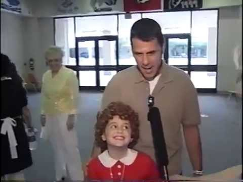Ariana Grande 8 years old debut in Annie as Annie with MUST SEE interviews