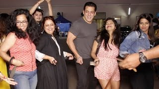 Salman Khan's AMAZING DANCE With Media On Munna Badnaam Hua Song | Dabangg 3