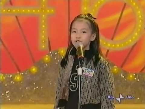 8-year-old Vietnamese girl singing on Italian television
