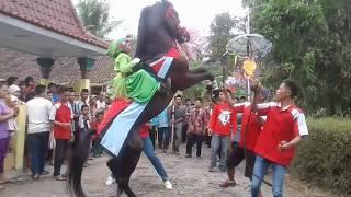 Arak arakan kuda super di wareng