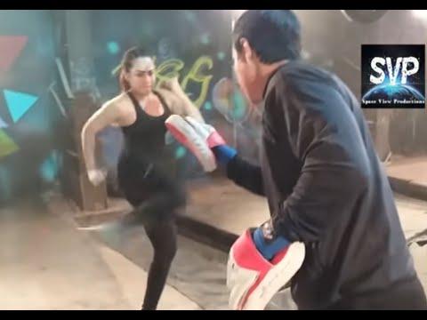 Xxx Mp4 बॉक्सिंग की चैंपियन है यह CID की Cop Poorvi CID Cop Poorvi Boxing Karte Huye 3gp Sex