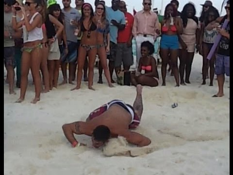 Drinking contest SpringBreak 2014 Cancún México