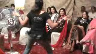 Chikini chamali chup k akeli girl dance awesome