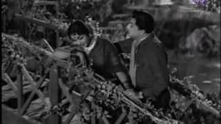 MGR & B. Saroja Devi in Moodi Thiranda Imaygal - Thayai Katha Thanayan
